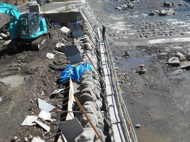 DSCN39260303小黒川関守橋右岸下流の工事の様子.jpg