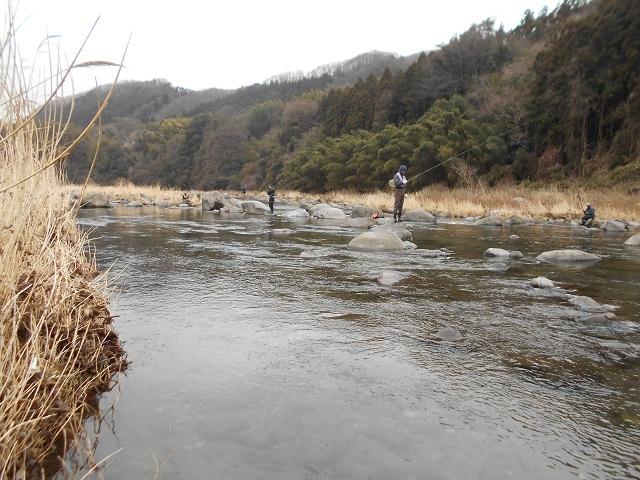 DSCN39750311渡良瀬川家康地区ヤマメ釣りの様子.jpg