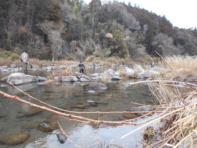 DSCN39760311家康地区ヤマメ釣りの様子.jpg