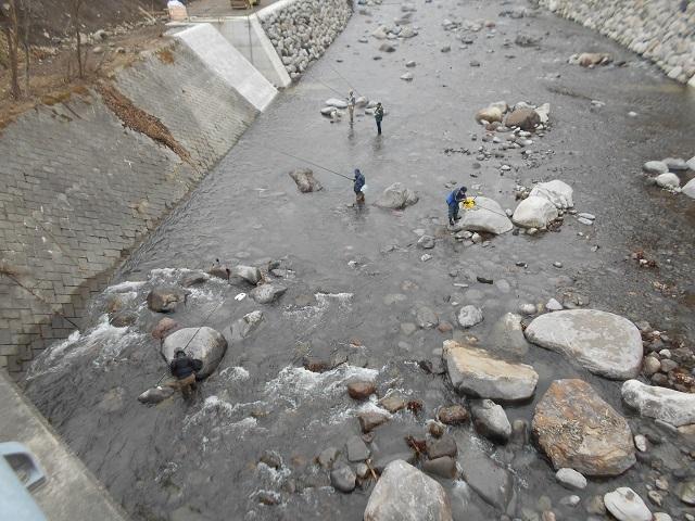 DSCN39800311小黒川関守橋上流のヤマメ釣りの様子.jpg