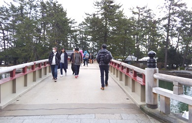 13橋わたる