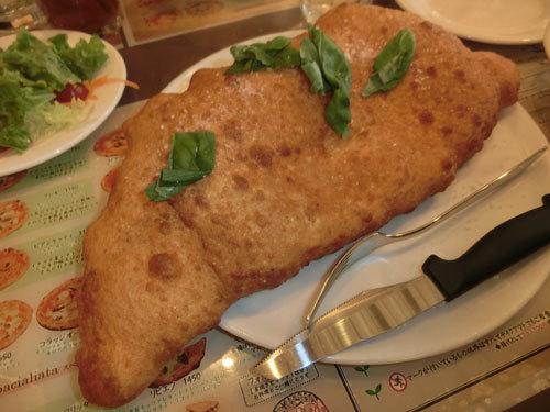「ピッツェリア チーロ」(東中野)揚げピッツァでお腹ポンポコリン