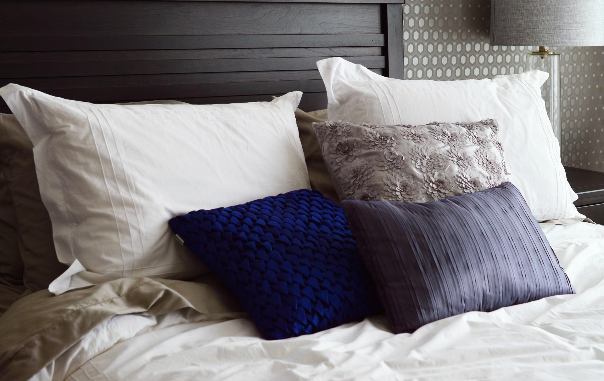 bed-2167288_1920.jpg