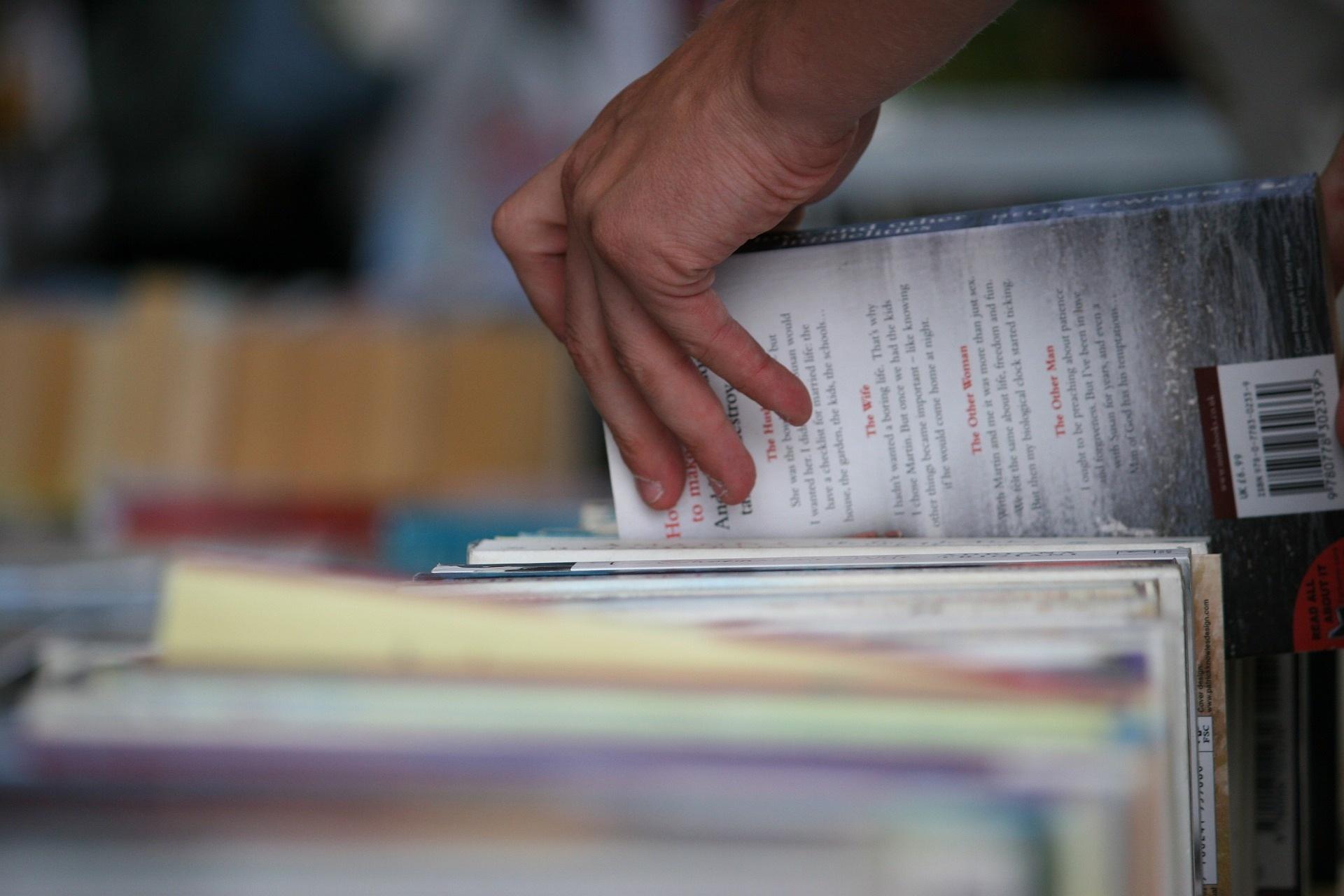 books-2566812_1920.jpg