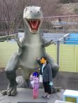 巨大迷路に恐竜が!