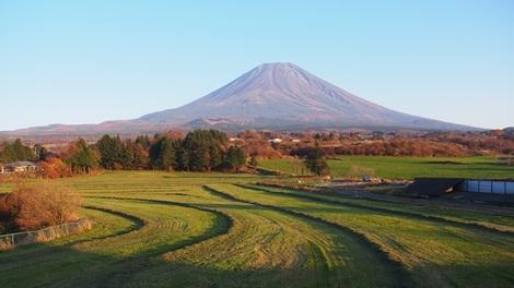 夕暮れ時富士山