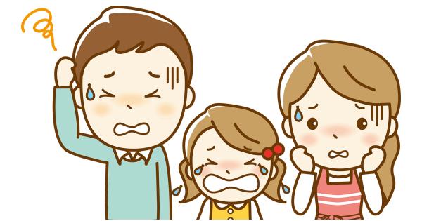 泣いてる女の子と悩んでいるお父さんとお母さん