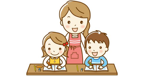 子どもたちの家庭学習に一緒に取り組むお母さん