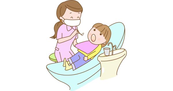 歯医者さんで診察を受ける子ども
