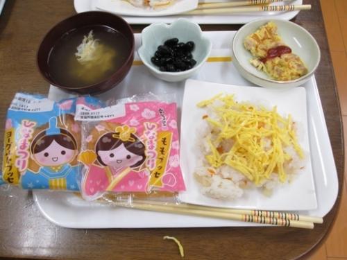 お雛様の昼食です。