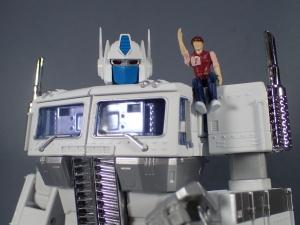 トランスフォーマー マスターピース MP-711 サイバトロン総司令官 コンボイ (セブン-イレブン限定)ロボットモード (1)
