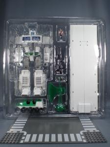 トランスフォーマー マスターピース MP-711 サイバトロン総司令官 コンボイ (セブン-イレブン限定)ロボットモード (3)