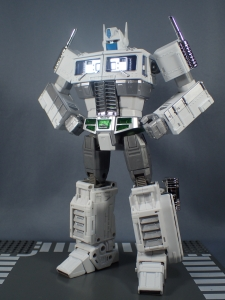トランスフォーマー マスターピース MP-711 サイバトロン総司令官 コンボイ (セブン-イレブン限定)ロボットモード (24)