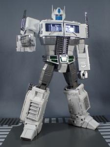 トランスフォーマー マスターピース MP-711 サイバトロン総司令官 コンボイ (セブン-イレブン限定)ロボットモード (27)