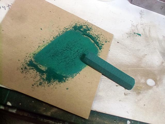 緑の粉を作る