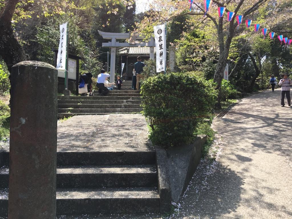 衣笠神社にて