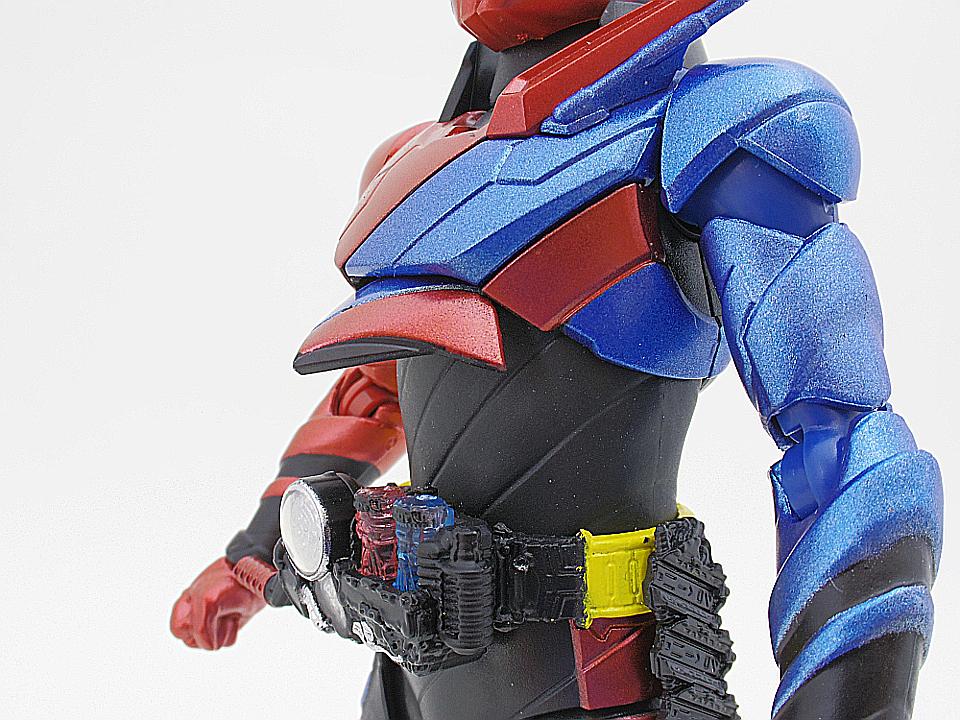 SHF 仮面ライダービルド ラビットタンク40