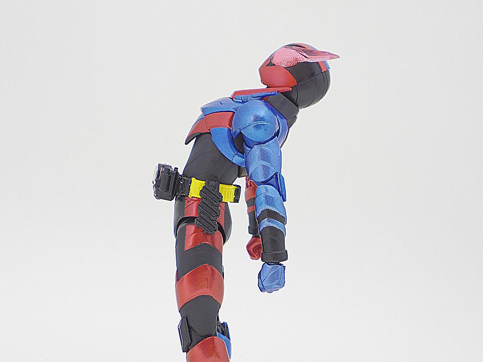 SHF 仮面ライダービルド ラビットタンク45