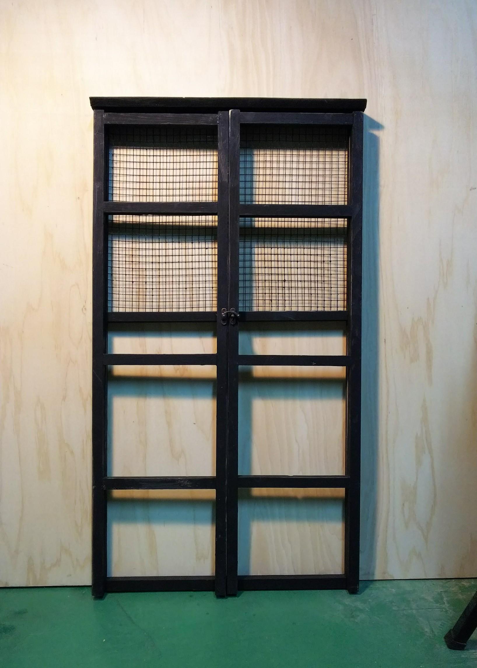 黒の陳列棚2