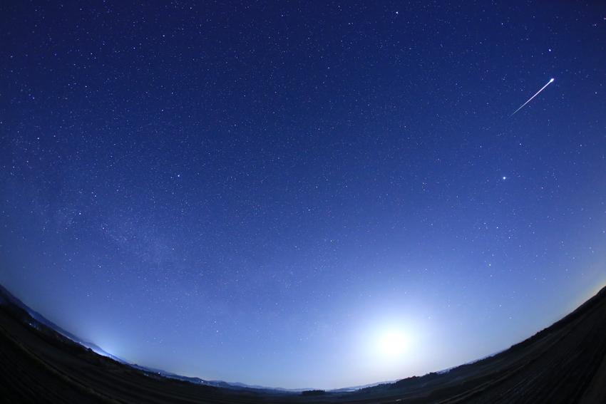 20180311天の川と流星(午前2時48分)