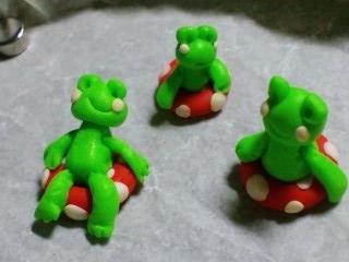 蛙トリオと浮き輪