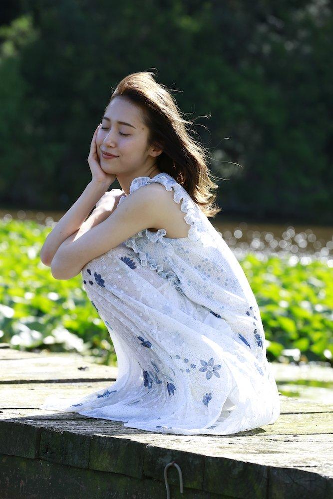 衛藤美彩1st写真集『話を聞こうか。』2