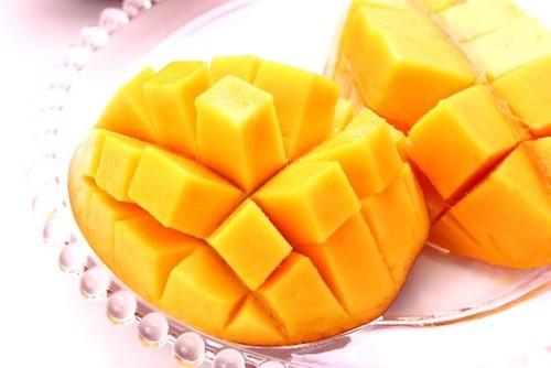 セブンプレミアム「まるでマンゴーを冷凍したような食感のアイスバー」