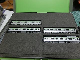 基本セット入線前にCASCOのケースにいれた10-300形4両