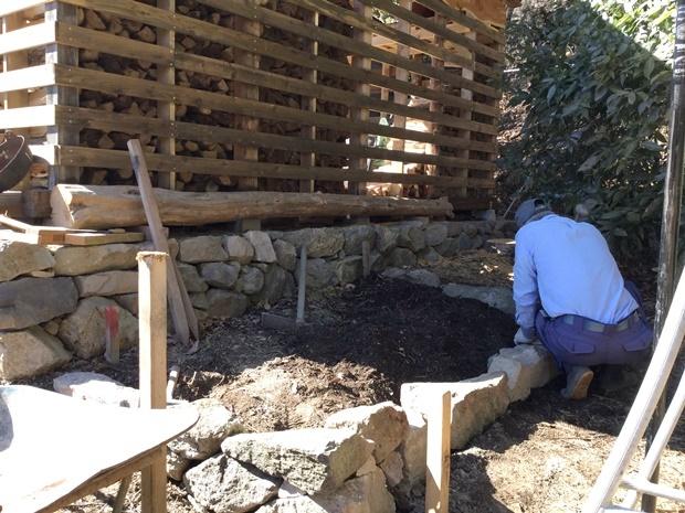 薪小屋に細工