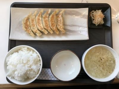 餃子定食(上から)