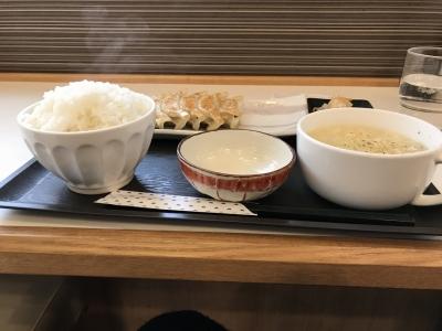 餃子定食(横から)