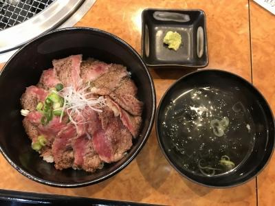 ステーキ丼(上から)