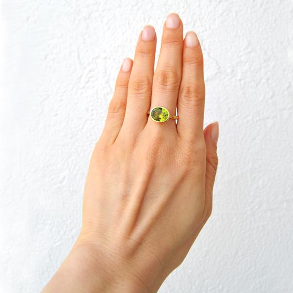 K18YG製ペリドットリング指輪