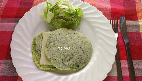 ほうれん草とチーズの米粉パンケーキ