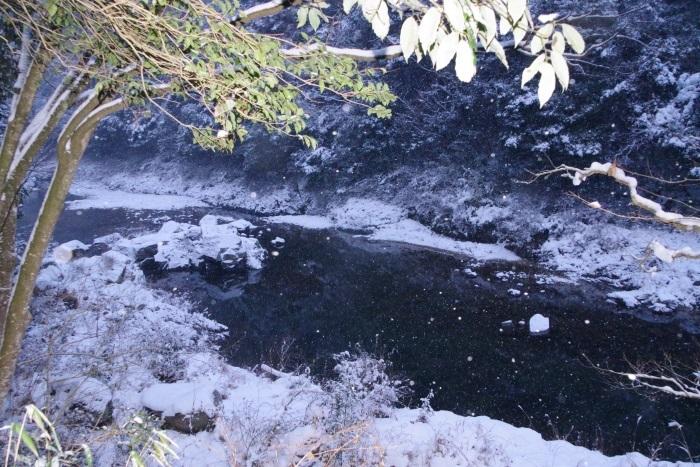 雪ふる長門峡