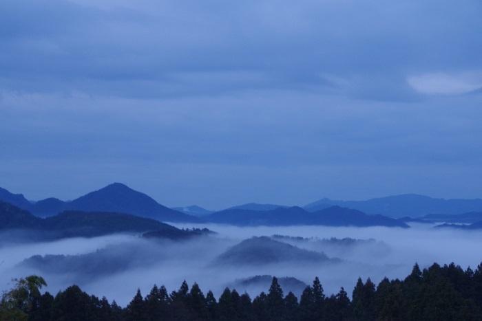山々を隠すベール