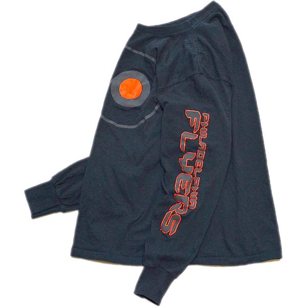 袖プリント長袖ロンTシャツ画像メンズレディーススタイルコーデ袖ロゴ@古着屋カチカチ03