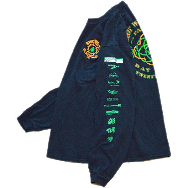 袖プリント長袖ロンTシャツ画像メンズレディーススタイルコーデ袖ロゴ@古着屋カチカチ07