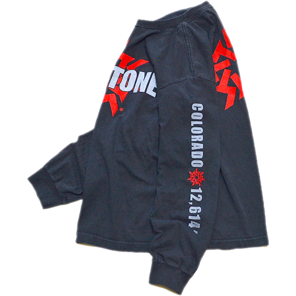 袖プリント長袖ロンTシャツ画像メンズレディーススタイルコーデ袖ロゴ@古着屋カチカチ011