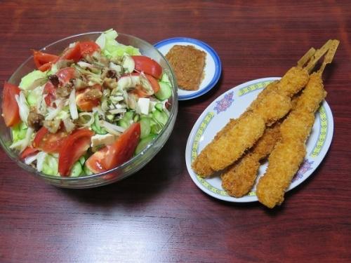 レンコン肉詰め串、チャーシューと豆腐入りサラダ