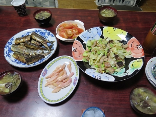 秋刀魚のピリ辛焼き、トントロと岩下の新しょうがキャベツきくらげの塩だれ炒め、トマト、岩下の新しょうが、かき玉汁