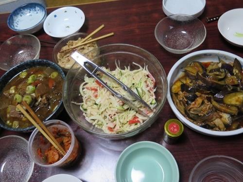 ドテ煮、茄子と豚肉のトマト煮、大根サラダ、大根キムチ