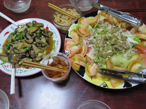 コンビーフハッシュサラダ、茄子と牛肉のエスニック炒め