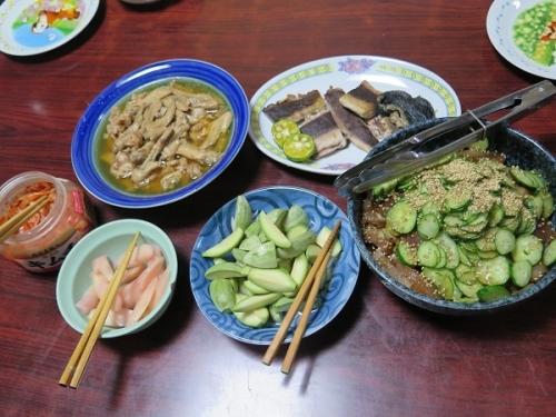 和歌山のマグロの漬け、マグロの血合い塩焼き、30円のとり手羽先の先塩だれ煮、子メロン岩下汁漬け