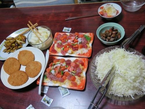 散らし寿司、キャベツ千切り、カニクリームコロッケ、柚子大根、大学芋、ピーナッツ煮