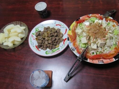 白菜と豆腐のサラダ、牛ガーリックサイコロステーキ、浜梨、チューハイ