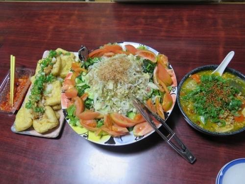 冬瓜とカボチャのひき肉餡、シラスと鰹節サラダ、焼き揚げ大根おろし