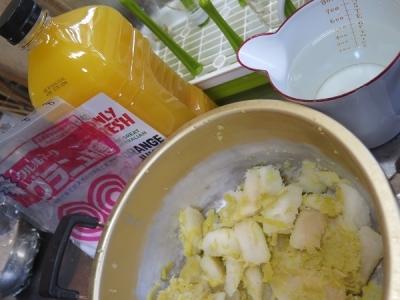 バンペイユの皮のオレンジジュース煮