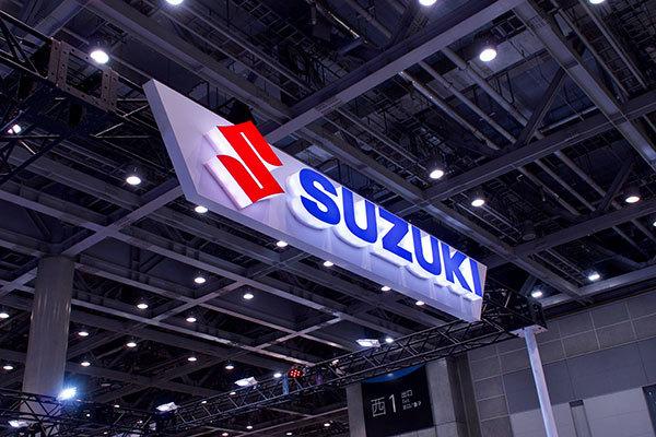 suzuki_7736_s.jpg