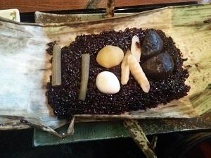 ②富山薬膳料理 黒米の山菜おこわ